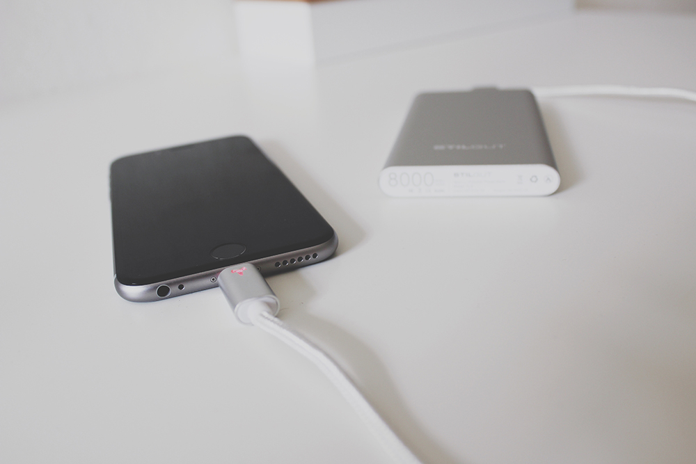 Stilgut Ultra Slim Powerbank und Magic Lightning Kabel
