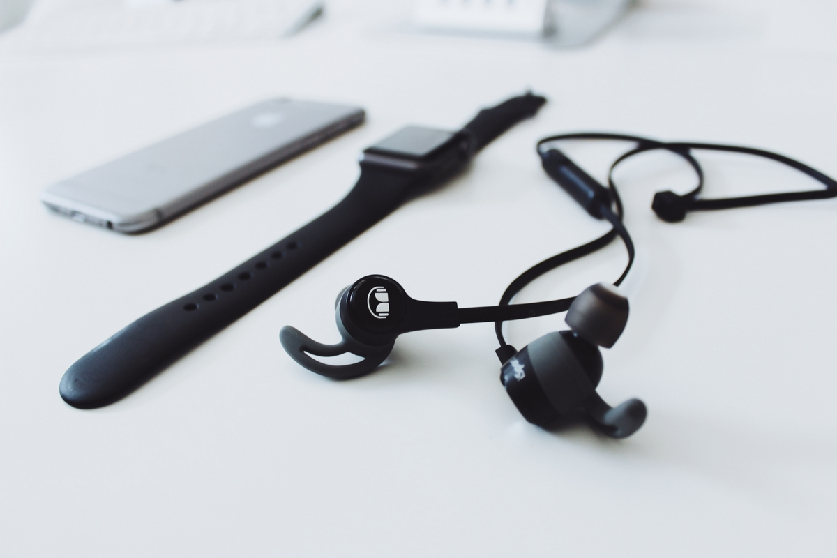 monster isport achieve in ear wireless bluetooth. Black Bedroom Furniture Sets. Home Design Ideas